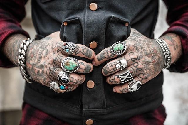 Une tendance qui vient directement des Etats-Unis : le tatouage des yeux!