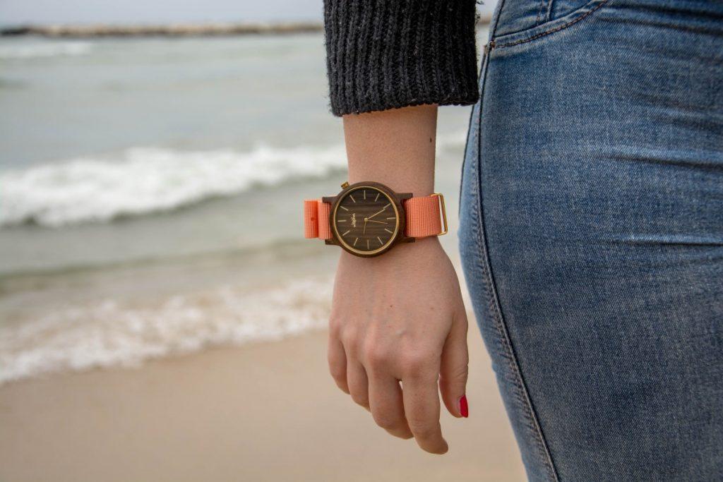 Les montres en bois, la nouvelle mode chez les femmes