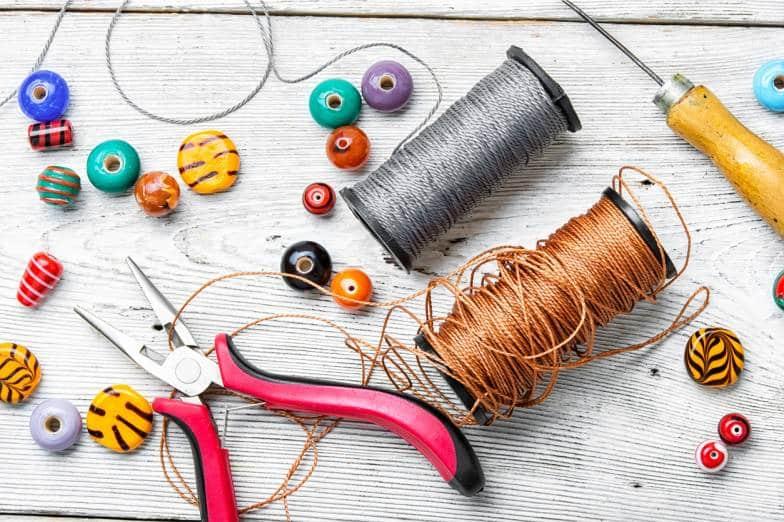 fils et bobines de fil de couture