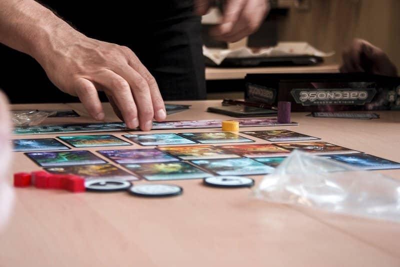 Quels autres jeux que le scrabble pour jouer en famille ?