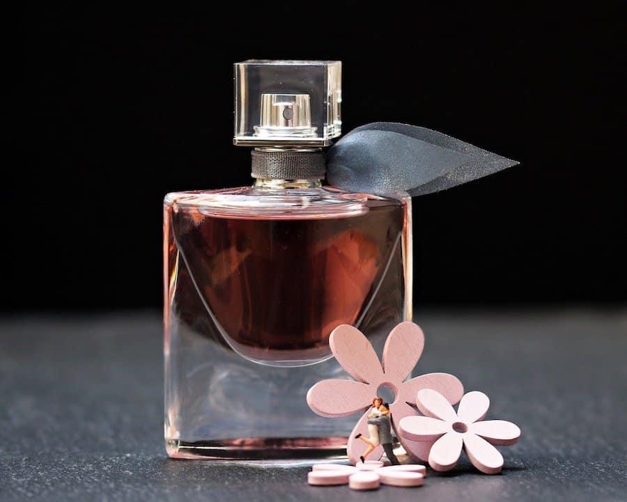 Trois bonnes raisons d'acheter dans une parfumerie en ligne