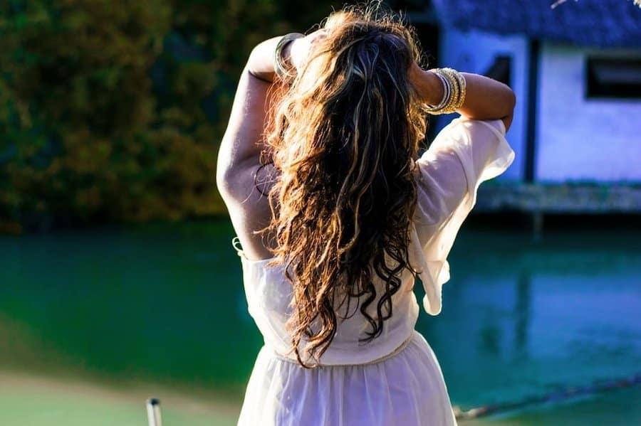 Comment bien porter un bandeau pour cheveux ?