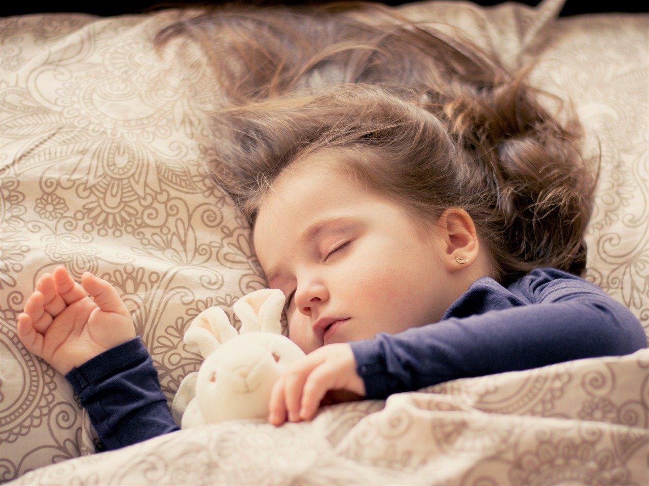 Une petite fille qui dort