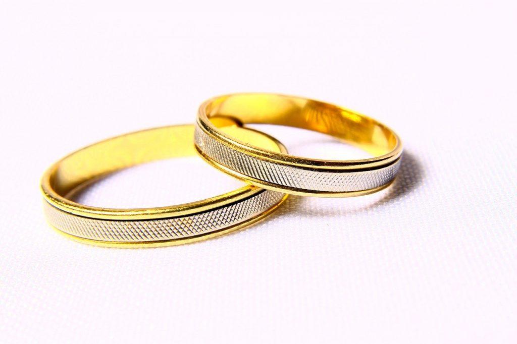 Bien choisir les alliances, un impératif pour un mariage réussi