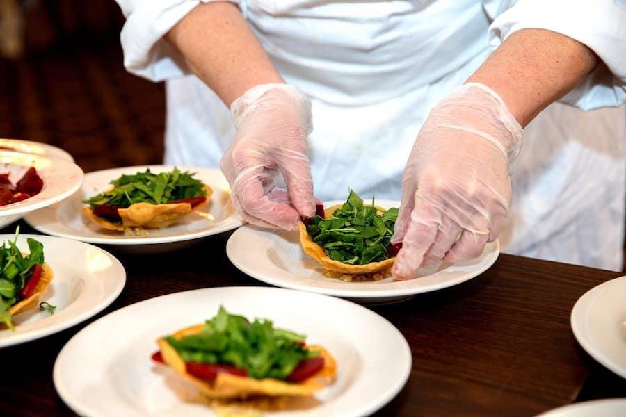 5 vêtements de cuisine incontournables pour cuisiner comme une chef