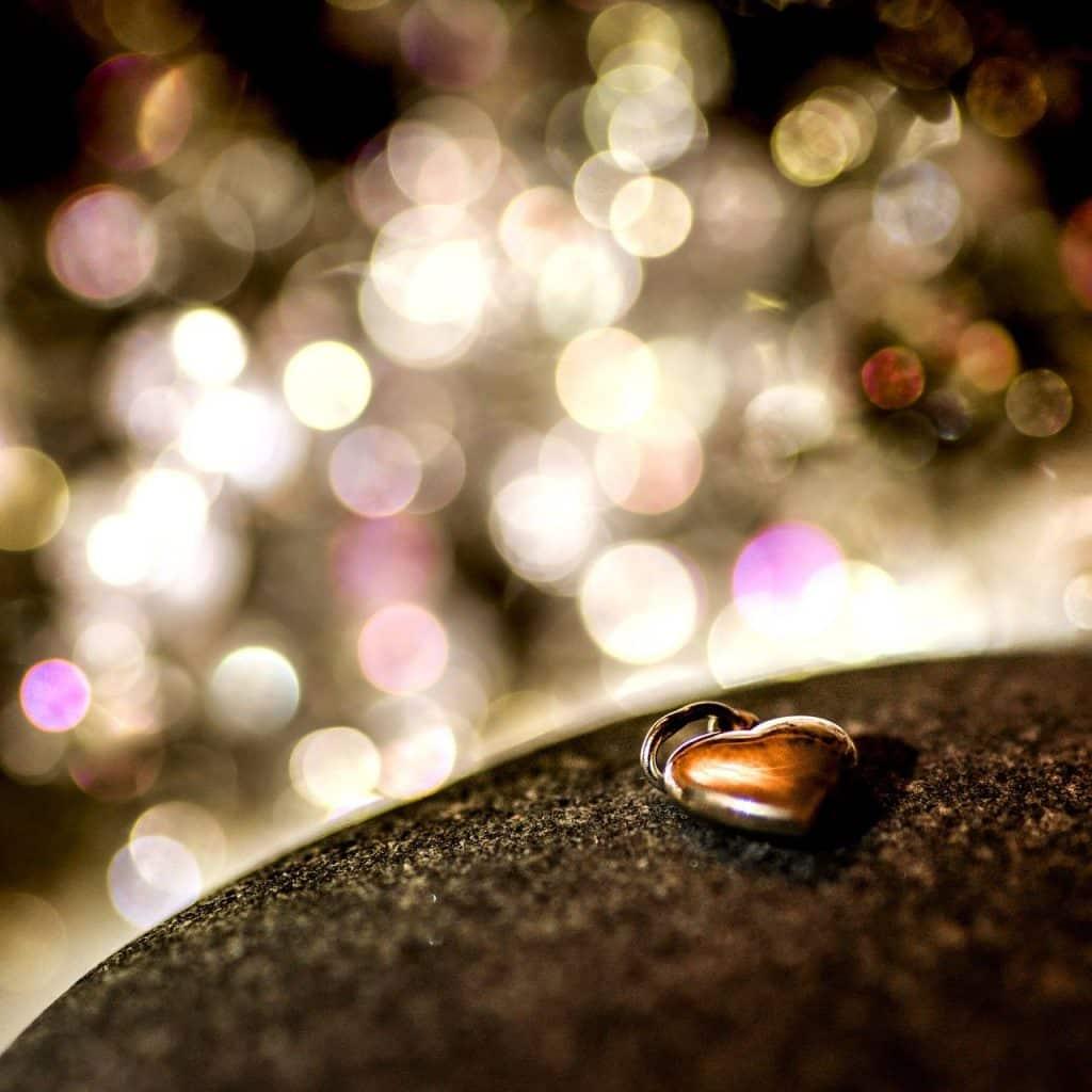 un coeur en bijoux