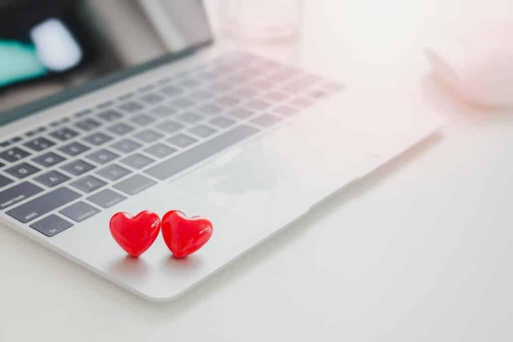 coeurs sur un ordinateur