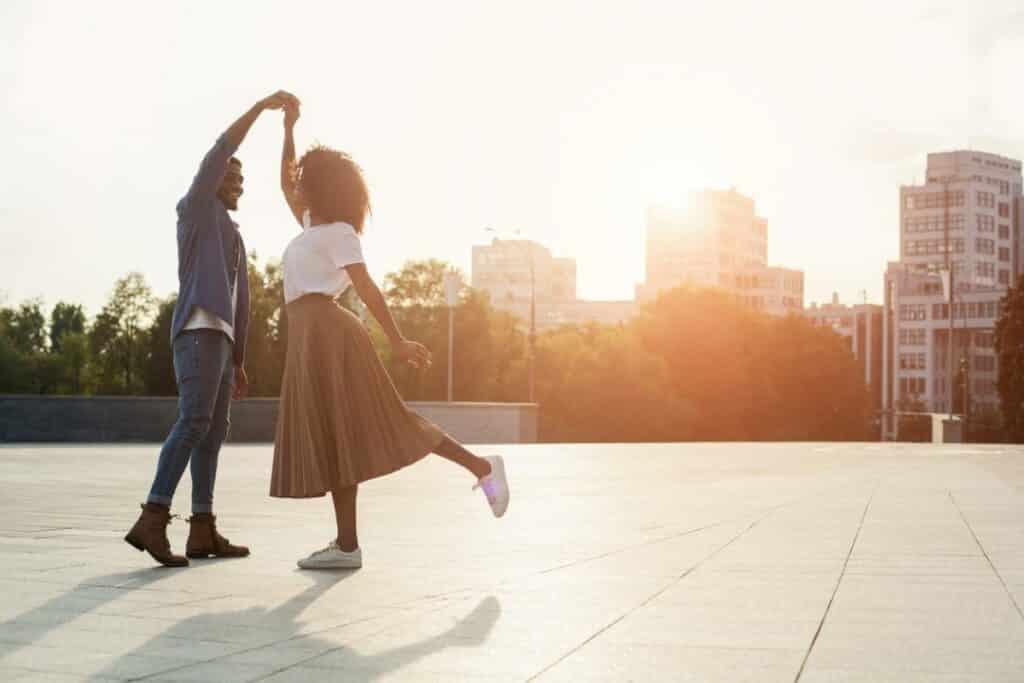 Comment avoir un look urbain en couple ?