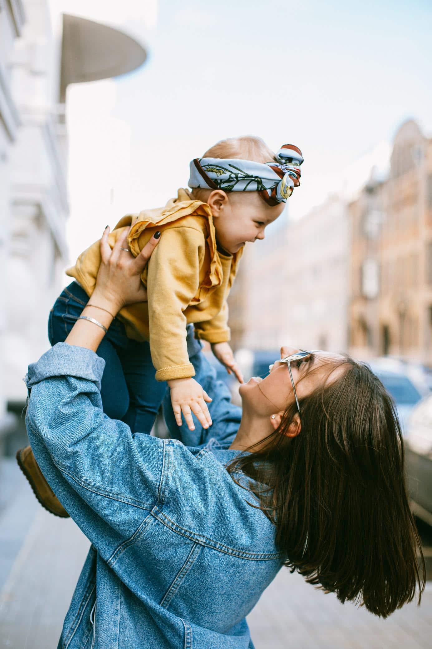 une marraine et un enfant