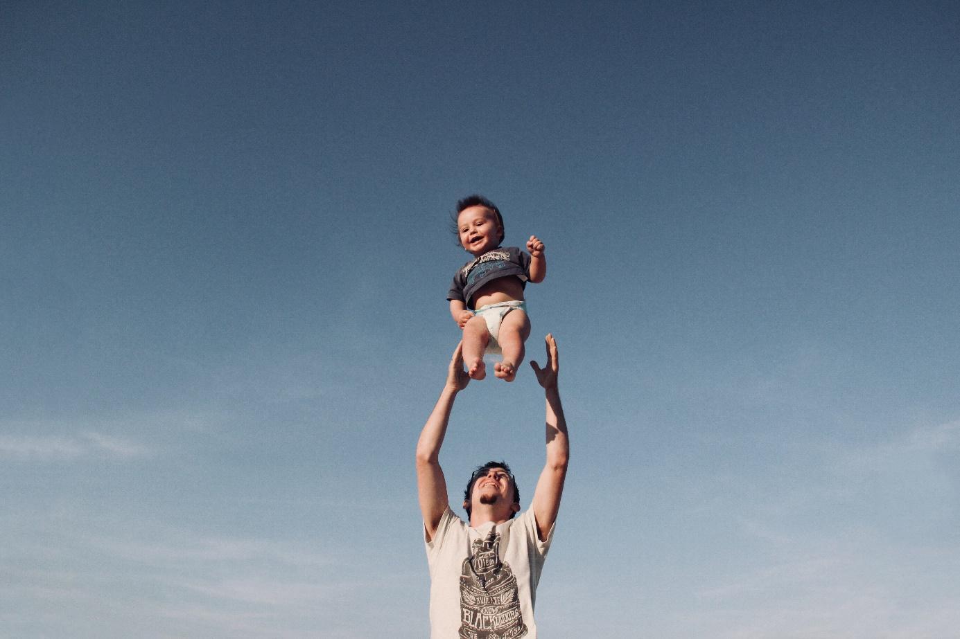 Parrain enfant qui saute